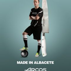Andres Iniesta buys Arcos knives from Albacete
