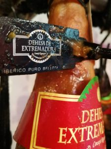 "Ham ""DO Dehesas Extremeñas"": hams with entity."