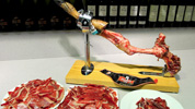 How to cut the Spanish Pata Negra ham 3